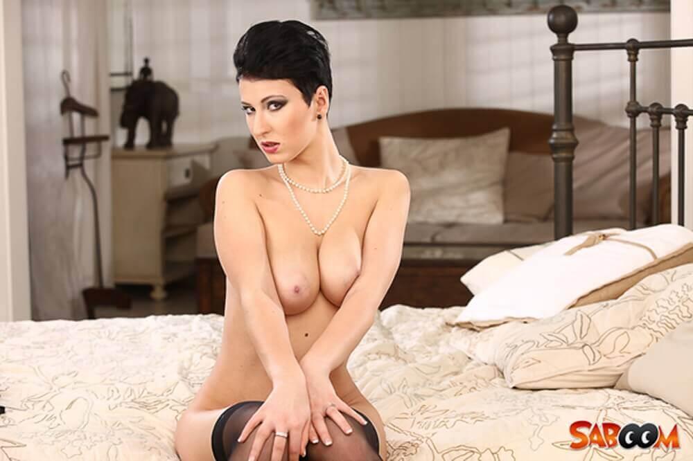 Erotisches Nackt Foto von sexy Milf mit dicke Möpse