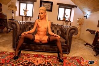 scharfe nacktaufnahme von blondem porno star